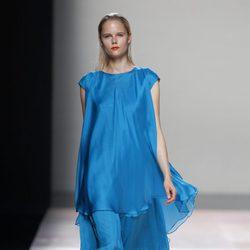 Vestido azul klein de la colección primavera/verano 2014 de Duyos en Madrid Fashion Week