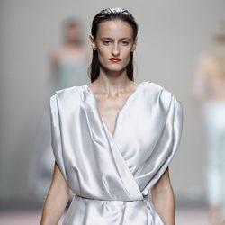 Vestido gris de la colección primavera/verano 2014 de Duyos en Madrid Fashion Week
