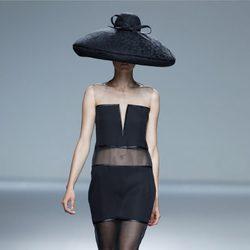 Vestido de corte tubo de la colección primavera/verano 2014 de Victorio & Lucchino en Madrid Fashion Week