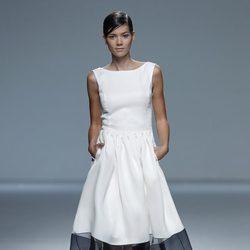 Vestido blanco de la colección primavera/verano 2014 de Victorio & Lucchino en Madrid Fashion Week