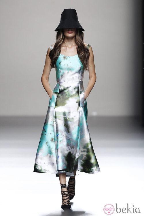 Vestido largo de la colección primavera/verano 2014 de Juanjo Oliva en Madrid Fashion Week