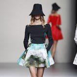 Look de falda de la colección primavera/verano 2014 de Juanjo Oliva en Madrid Fashion Week