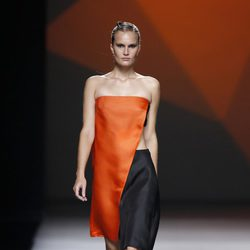 Top naranja de la colección primavera/verano 2014 de AA de Amaya Arzuaga en Madrid Fashion Week