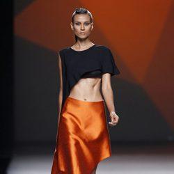 Falda naranja de la colección primavera/verano 2014 de AA de Amaya Arzuaga en Madrid Fahion Week