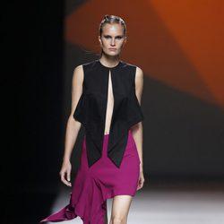 Falda y crop top negro de la colección primavera/verano 2014 de AA de Amaya Arzuaga en Madrid Fahion Week