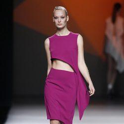 Vestido fucsia de la colección primavera/verano 2014 de AA de Amaya Arzuaga en Madrid Fahion Week