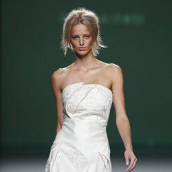 Vestido palabra de honor de la colección primavera/verano 2014 de Devota&Lomba en Madrid Fashion Week