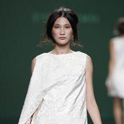 Vestido blanco de la colección primavera/verano 2014 de Devota&Lomba en Madrid Fashion Week