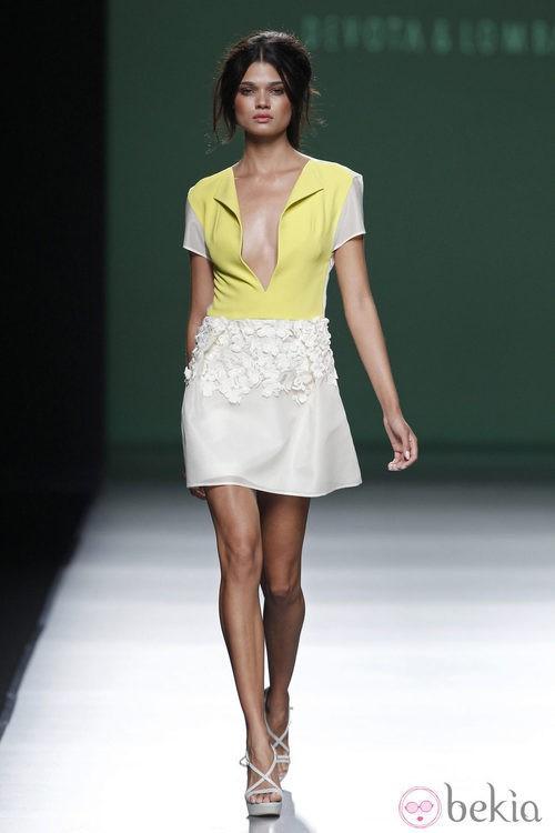 Minivestido blanco y amarillo de la colección primavera/verano 2014 de Devota&Lomba en Madrid Fashion Week