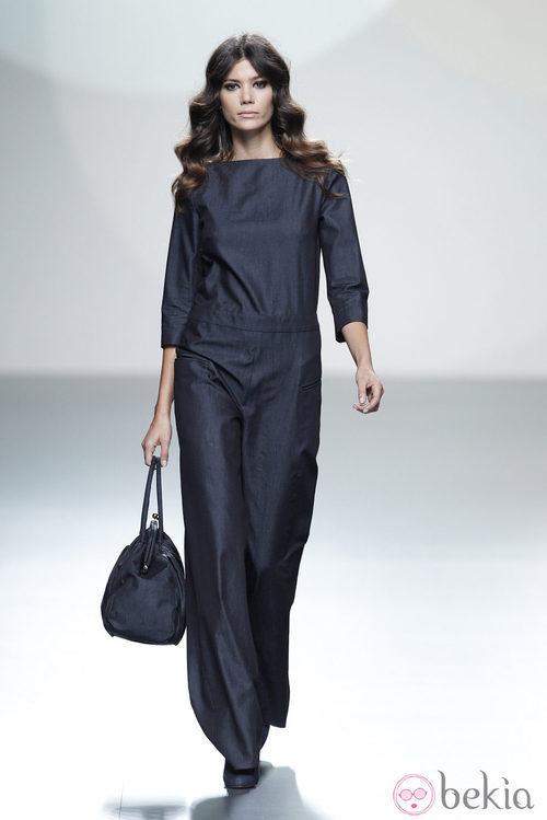 Jumspuit azul de la colección primavera/verano 2014 de Teresa Helbig en Madrid Fashion Week