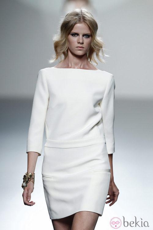 Vestido manga francesa de la colección primavera/verano 2014 de Teresa Helbig en Madrid Fashion Week