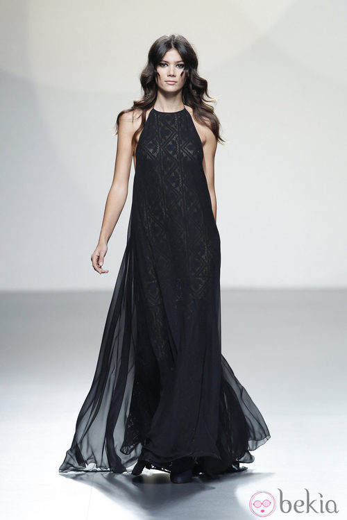 Vestido negro de tirantes de la colección primavera/verano 2014 de Teresa Helbig en Madrid Fashion Week