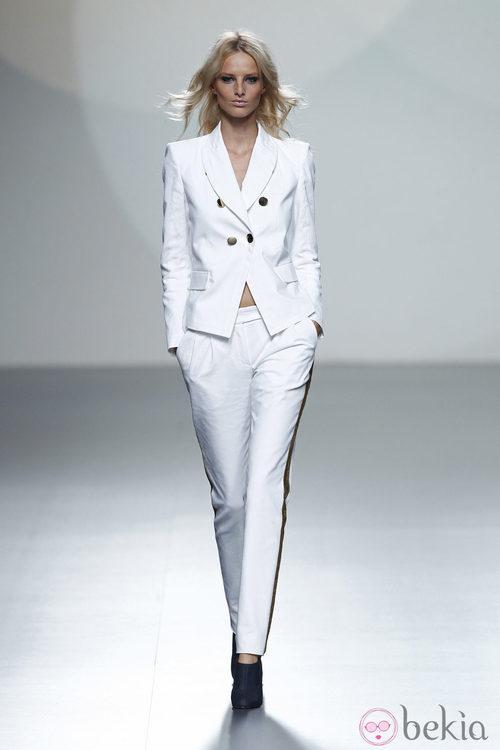 Traje de chaqueta de la colección primavera/verano 2014 de Teresa Helbig en Madrid Fashion Week