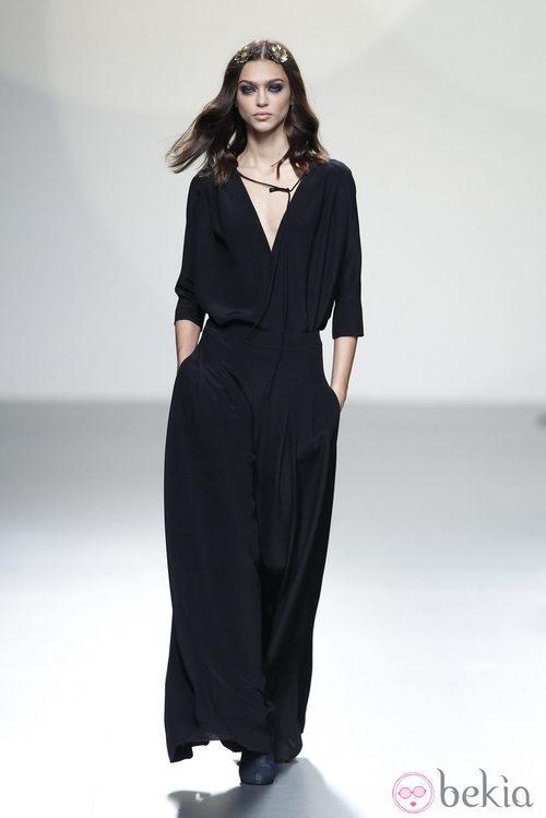 Vestido negro manga francesa de la colección primavera/verano 2014 de Teresa Helbig en Madrid Fashion Week