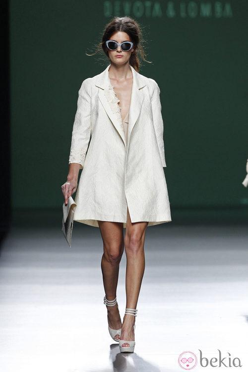 Abrigo blanco de la colección primavera/verano 2014 de Devota&Lomba en Madrid Fashion Week