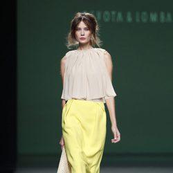Falda de tubo amarilla de la colección primavera/verano 2014 de Devota&Lomba en Madrid Fashion Week