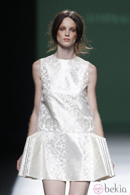 Vestido de falda plisada de la colección primavera/verano 2014 de Devota&Lomba en Madrid Fashion Week