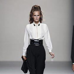 Look de la colección primavera/verano 2014 de Miguel Palacio en Madrid Fashion Week