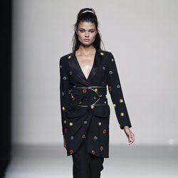 Chaqueta con detalles bordados de la colección primavera/verano 2014 de Miguel Palacio en Madrid Fashion Week