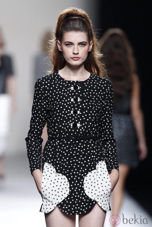 Vestido de lunares de la colección primavera/verano 2014 de Miguel Palacio en Madrid Fashion Week