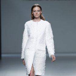 Abrigo de pelo de la colección primavera/verano 2014 de Ángel Schlesser en Madrid Fashion Week