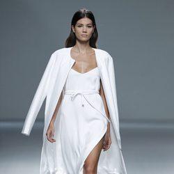 Vestido y abrigo de la colección primavera/verano 2014 de Ángel Schlesser en Madrid Fashion Week