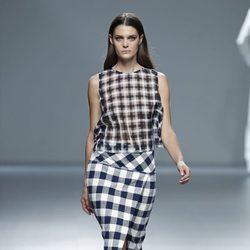 Falda de cuadros de la colección primavera/verano 2014 de Ángel Schlesser en Madrid Fashion Week