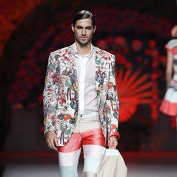 Pantalón a rayas de la colección primavera/verano 2014 de Francis Montesinos en la Madrid Fashion Week