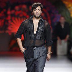 Rafael Amargo en el desfile de la colección primavera/verano 2014 de Francis Montesinos en Madrid Fashion Week