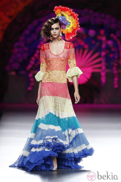 Vestido con volantes de la colección primavera/verano 2014 de Francis Montesinos en Madrid Fashion Week