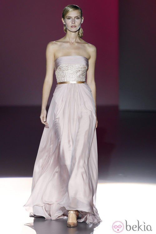 Vestido palabra de honor de la colección primavera/verano 2014 de Hannibal Laguna en Madrid Fashion Week