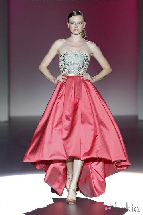 Vestido rojo y verde de la colección primavera/verano 2014 de Hannibal Laguna en Madrid Fashion Week