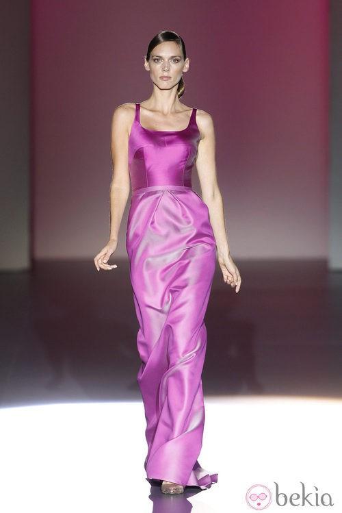 Vestido de falda de tubo de la colección primavera/verano 2014 de Hannibal Laguna en Madrid Fashion Week