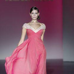 Vestido coral de la colección primavera/verano 2014 de Hannibal Laguna en Madrid Fashion Week