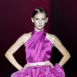 Vestido cruzado de la colección primavera/verano 2014 de Hannibal Laguna en Madrid Fashion Week