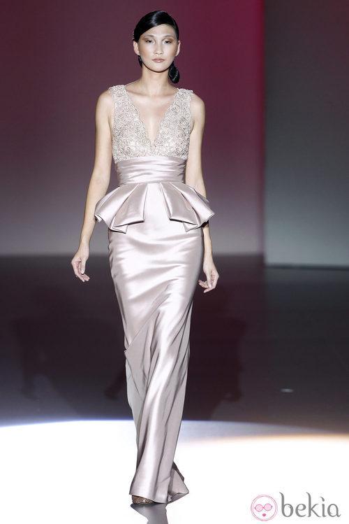Vestido con peplum de la colección primavera/verano 2014 de Hannibal Laguna en Madrid Fashion Week