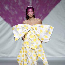 Vestido con maxilazo de la colección primavera/verano 2014 de Ágatha Ruiz de la Prada en Madrid Fashion Week