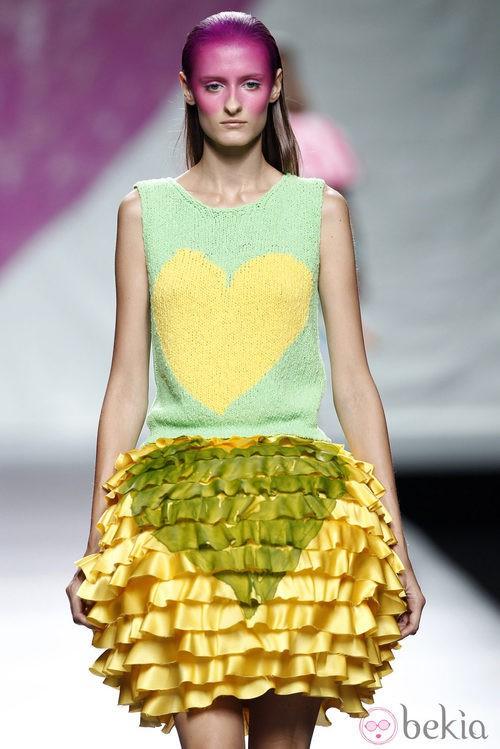 Falda de flecos de la colección primavera/verano 2014 de Ágatha Ruiz de la Prada en Madrid Fashion Week