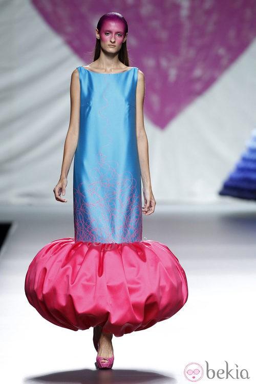 Vestido azul de la colección primavera/verano 2014 de Ágatha Ruiz de la Prada en Madrid Fashion Week
