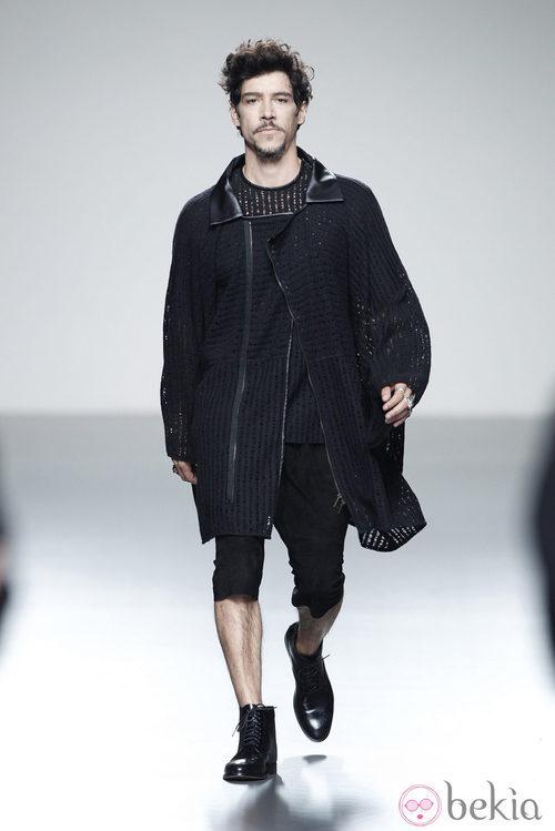 Chaqueta negra de la colección primavera/verano 2014 de Etxeberría en Madrid Fashion Week