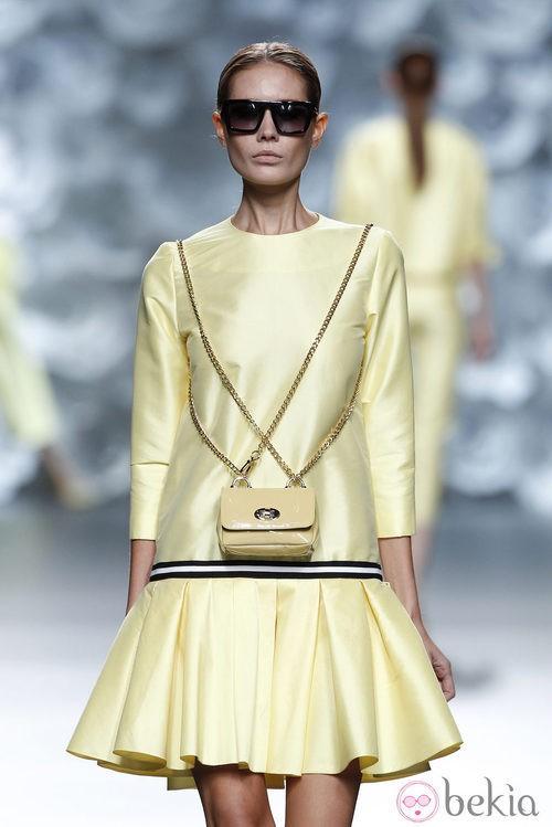 Vestido amarillo de la colección primavera/verano 2014 de Juana Martín en Madrid Fashion Week
