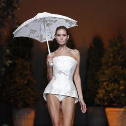 Minivestido blanco de la colección primavera/verano 2014 de Ion Fiz en Madrid Fashion Week