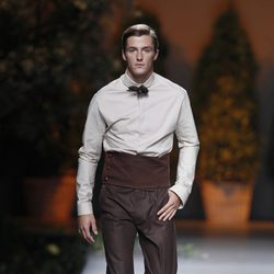 Pantalón marrón de la colección primavera/verano 2014 de Ion Fiz en Madrid Fashion Week
