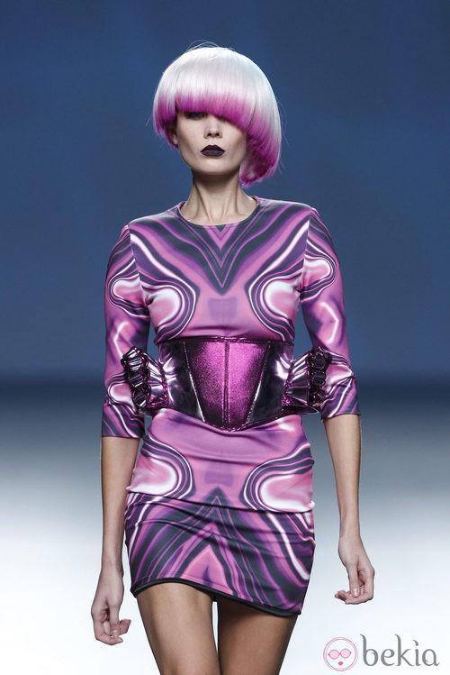 Vestido rosa y morado de la colección primavera/verano 2014 de Maya Hansen en Madrid Fashion Week