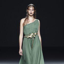 Vestido asimétrico de la colección primavera/verano 2014 de María Barros en Madrid Fashion Week