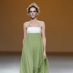 Vestido vaporoso verde de la colección primavera/verano 2014 de Sara Coleman en Madrid Fashion Week
