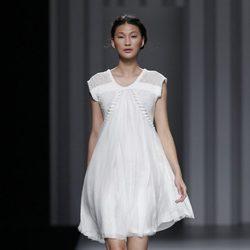 Vestido blanco de la colección primavera/verano 2014 de Sita Murt en Madrid Fashion Week