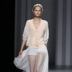 Chaqueta de punto en melocotón de la colección primavera/verano 2014 de Sita Murt en Madrid Fashion Week