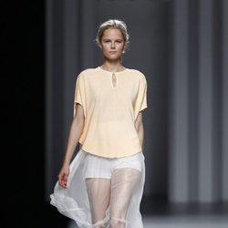 Shorts blancos con tul de seda de la colección primavera/verano 2014 de Sita Murt en Madrid Fashion Week