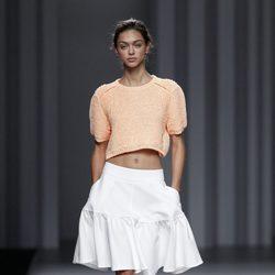 Crop top melocotón de la colección primavera/verano 2014 de Sita Murt en Madrid Fashion Week